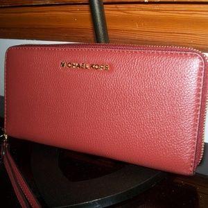 Michael Kors Bedford Zip Around Travel Wallet~NWT